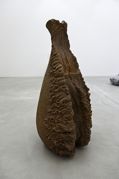 Giuseppe Penone, Souffle 6 [Soffio 6], 1978, Terre cuite, 158 x 75 x 79 cm.